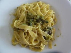 tagliatelle asparagi e fontina
