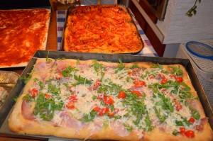 Pizza con crudo, rucola e grana