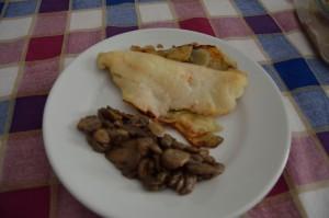 filetto di persico su letto di patate e funghi trifolati